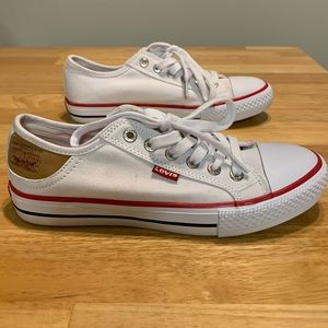 Levi's Logo White canvas sneakers size 6